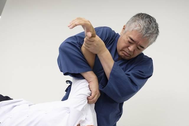 国分寺の整体【 口コミNo.1 】のぶ整体院では腕が上がらない重度な四十肩・五十肩の人も改善させていきます。