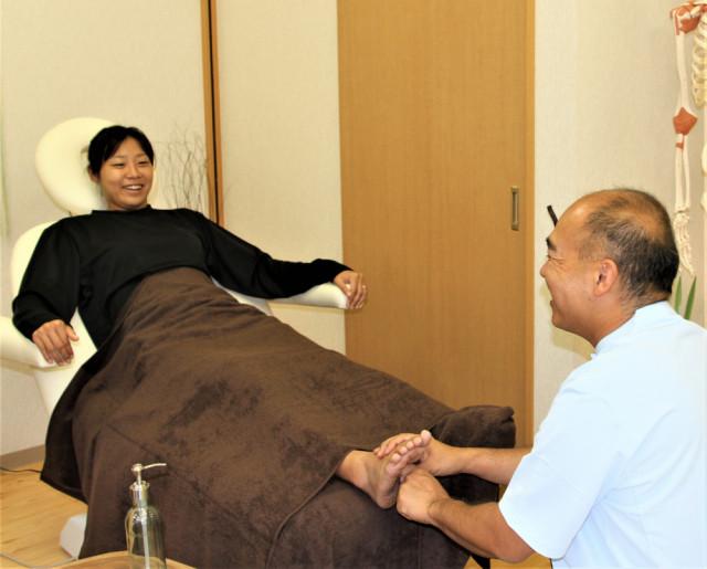 お体の状態を説明しながら負担のない施術
