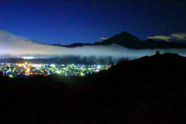 秩父ミューズパーク(旅立ちの丘)から秩父市内の夜景