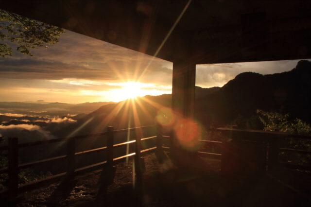 三峯神社の雲海スポットからの朝陽